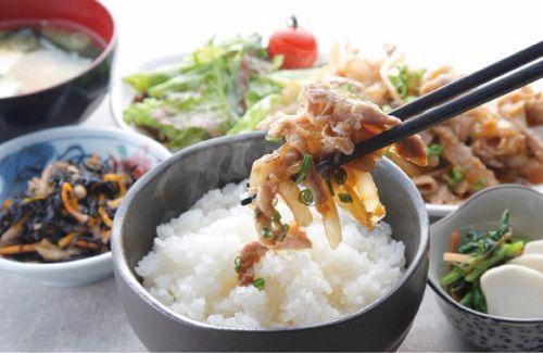 ご飯を中心とした和食